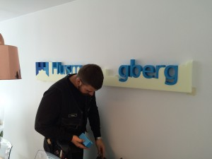 Frigolitskylt – HusmanHagberg